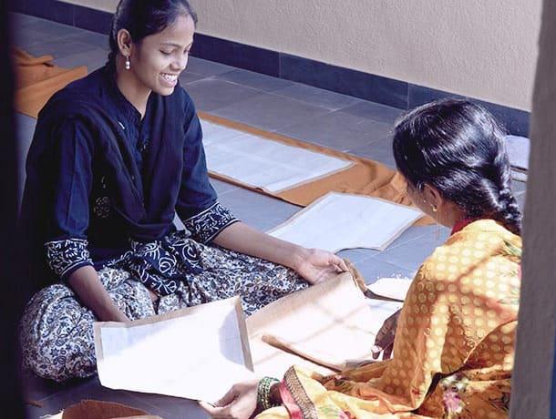 Indische Mädchen blühen Jobs