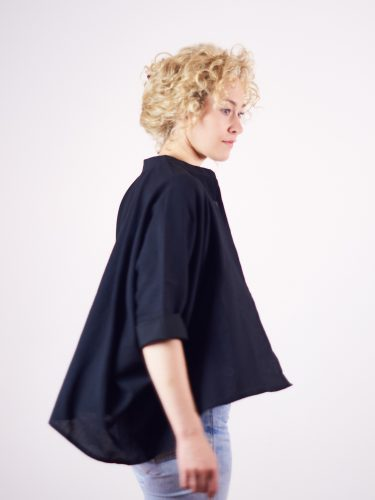 Der Cardigan Chandrama in schwarz - erinnert an japanische Kimonos